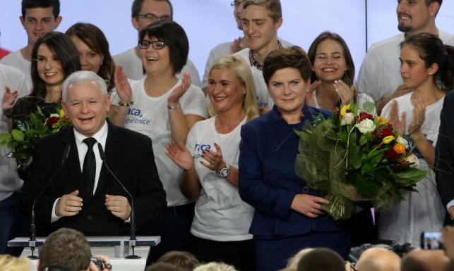 Oto 9 najważniejszych wyborczych obietnic PiS. Z czego się wycofają? WIDEO