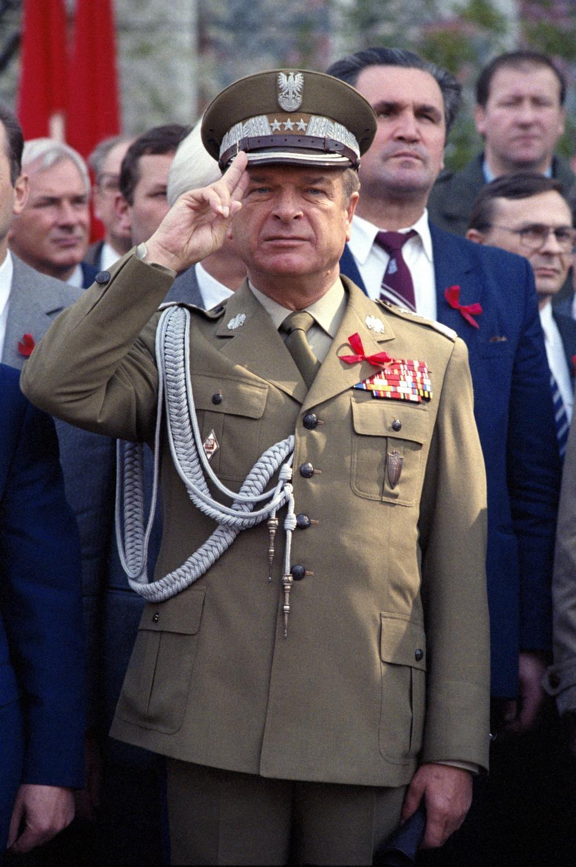 Generał Czesław Kiszczak jako minister spraw wewnętrznych. Zdjęcie z 1984 roku