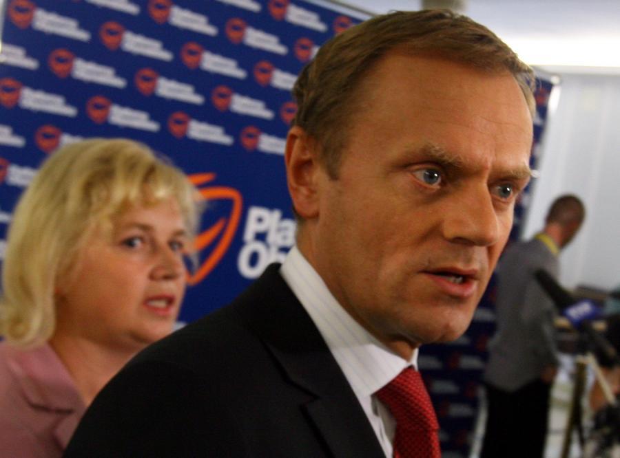 Oskarżano ją o lewe ustawy, a Tusk jej broni