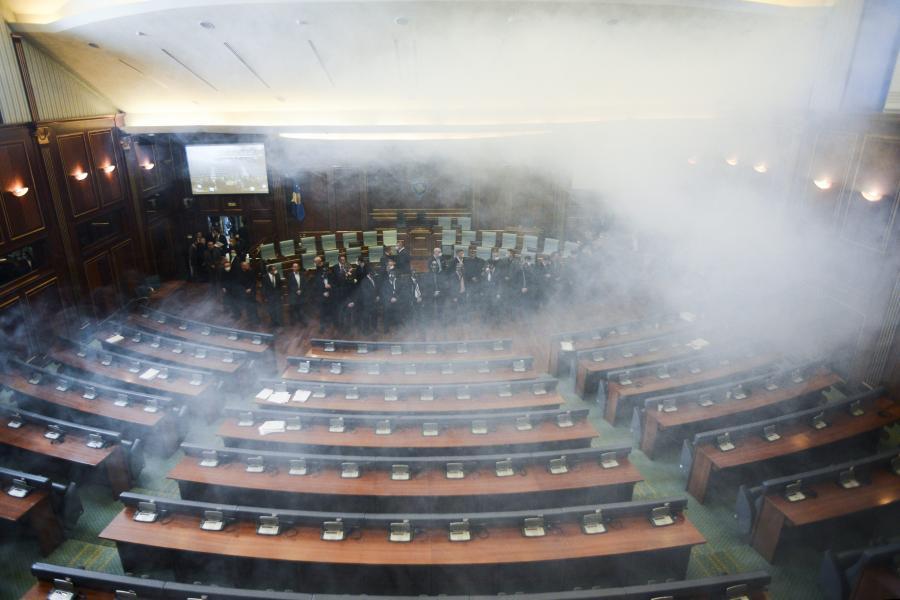 Gaz w sali parlamentu Kosowa