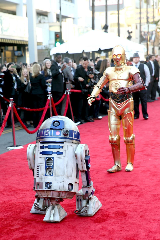 """R2-D2 i C-3PO na premierze """"Gwiezdnych wojen: Przebudzenia mocy"""""""
