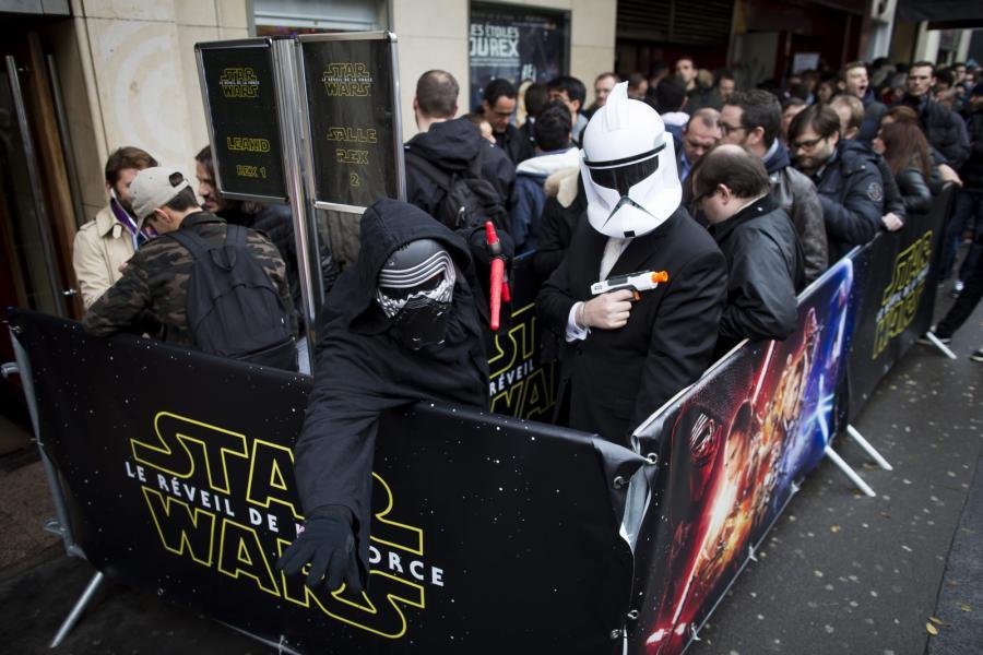 """Francuscy fani w oczekiwaniu na """"Przebudzenie mocy"""""""