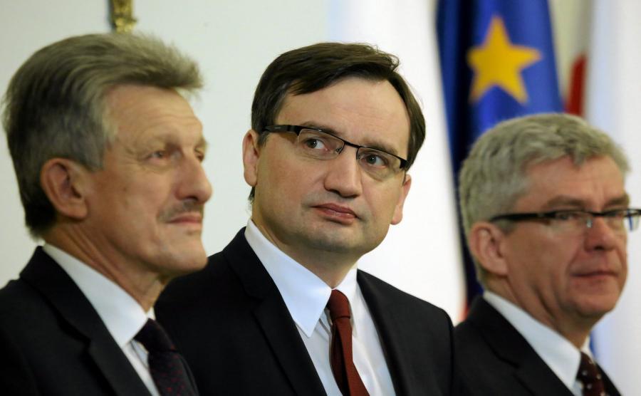 Poseł PiS Stanisław Piotrowicz, minister sprawiedliwości Zbigniew Ziobro i marszałek Senatu Stanisław Karczewski