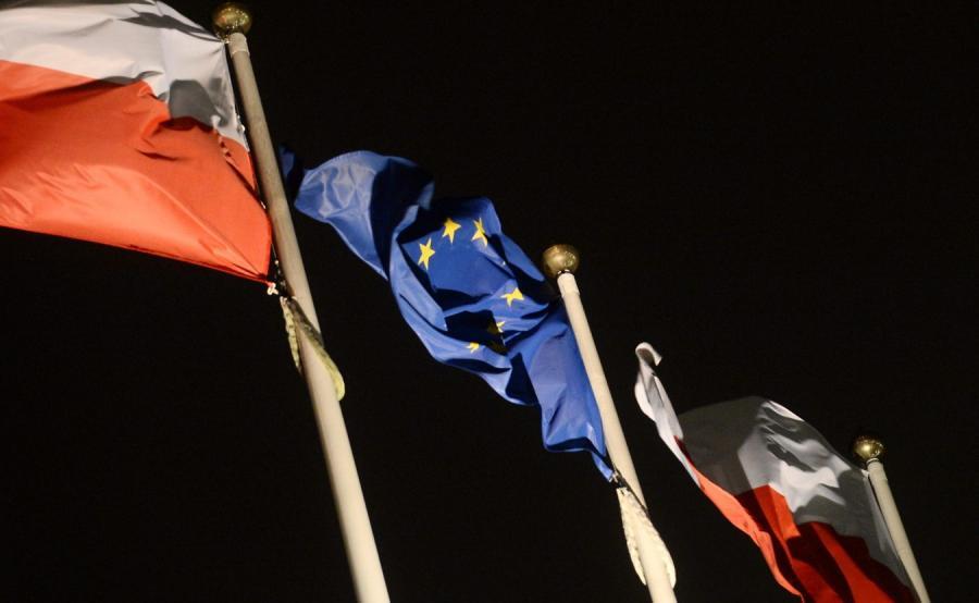 Flagi przed Sejmem