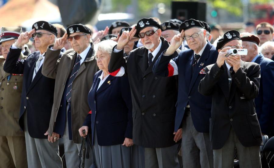 Weterani i kombatanci przy Grobie Nieznanego Żołnierza