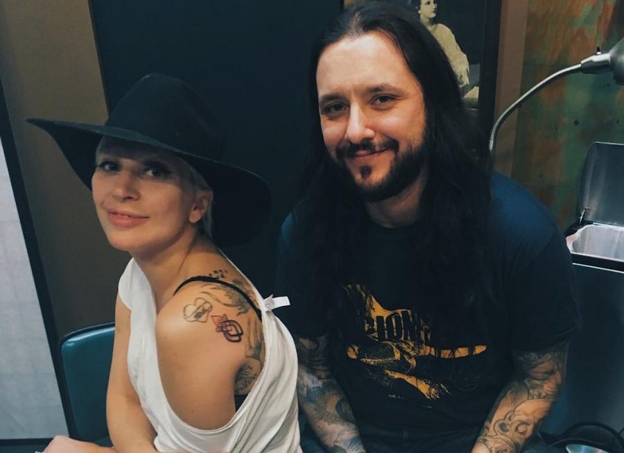 Lady Gaga i autor jej tatuażu David Allen