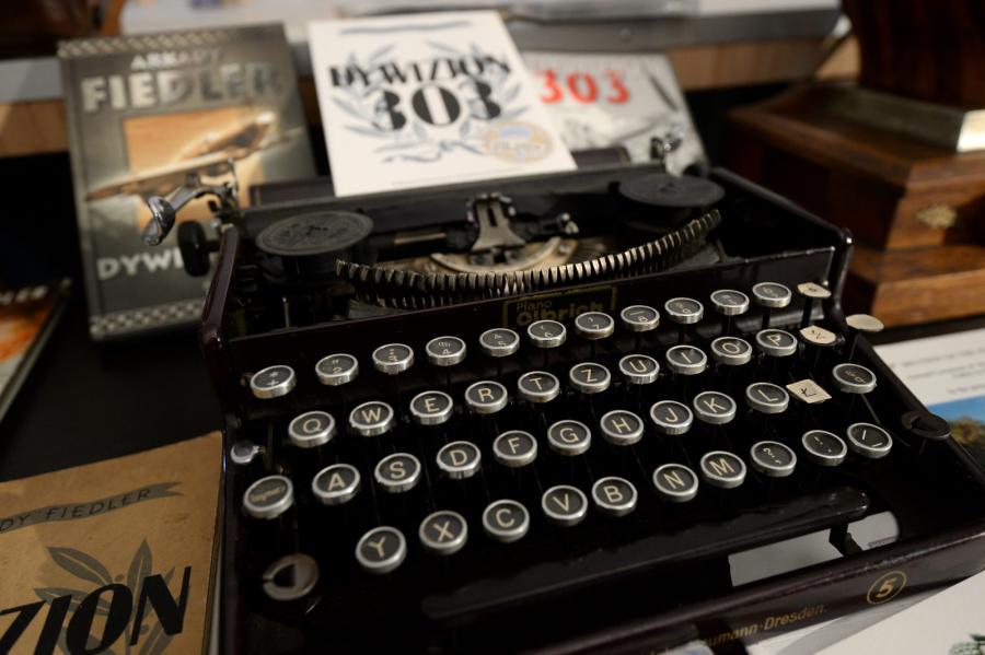 Maszyna do pisania, na której Arkady Fidler napisał książkę \