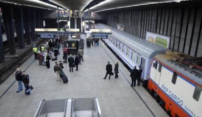 Kolejowe związki grożą strajkiem generalnym