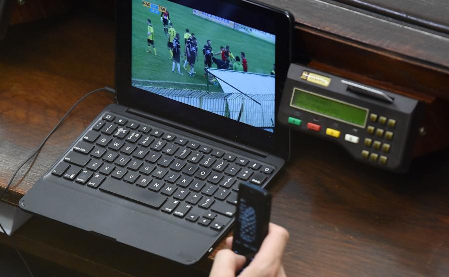 Laptop jednego z posłów podczas posiedzenia Sejmu