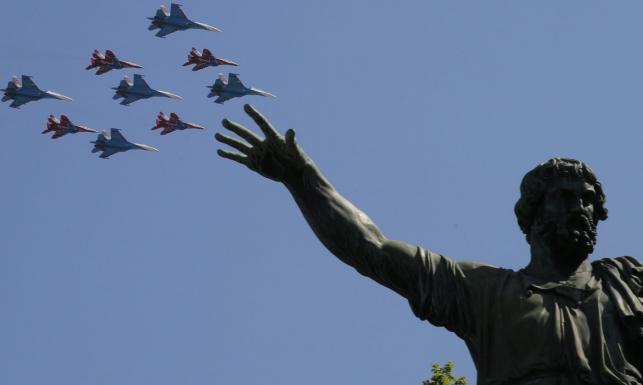 Rosja świętuje Dzień Zwycięstwa. Na Placu Czerwonym defilada skromniejsza niż rok temu [GALERIA]
