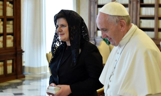 Pierwsza wizyta Szydło w Watykanie. Papież podziękował za Program 500 plus?