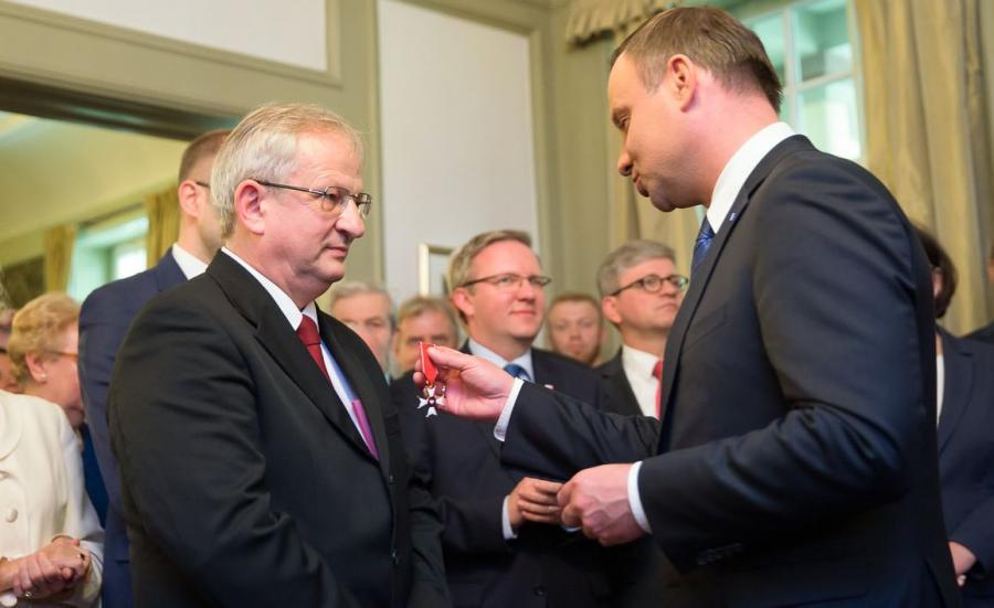Prezydent odznacza Bogdana Kulasa