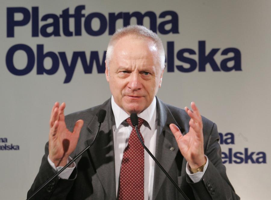 Niesiołowski broni Kaczyńskiego