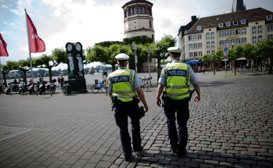 Policjanci na ulicach Duesseldorfu