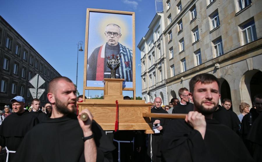 Procesja z relikwiami św. Maksymiliana Kolbego