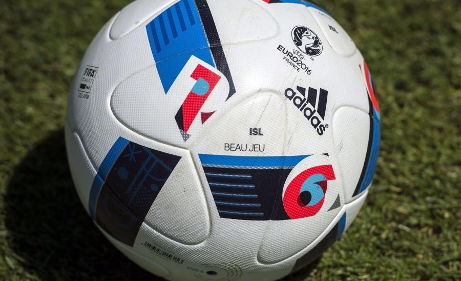 Beau Jeu - oficjalna piłka mistrzostw Europy we Francji