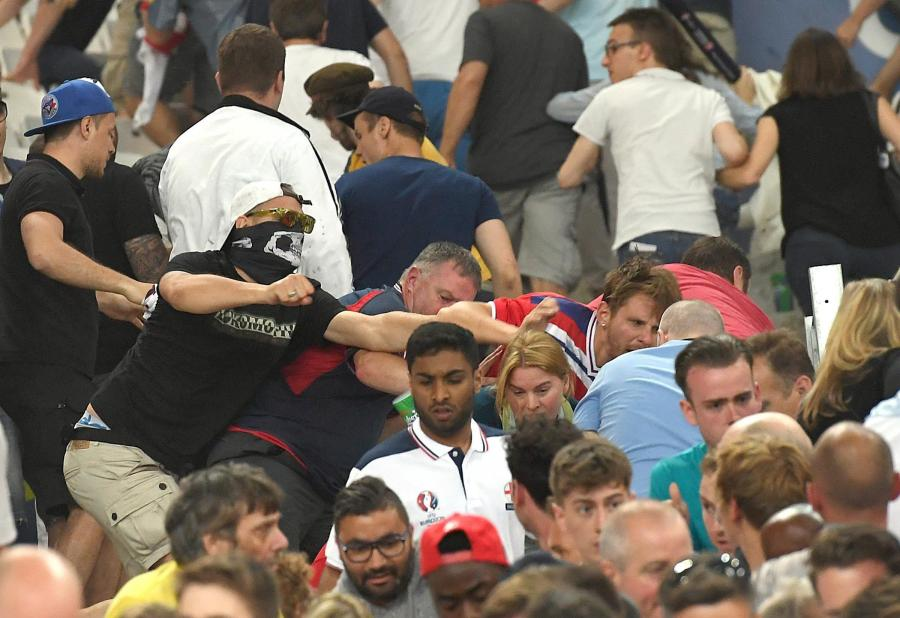 Skandal na meczu w Marsylii. Anglicy i Rosjanie bili się na trybunach