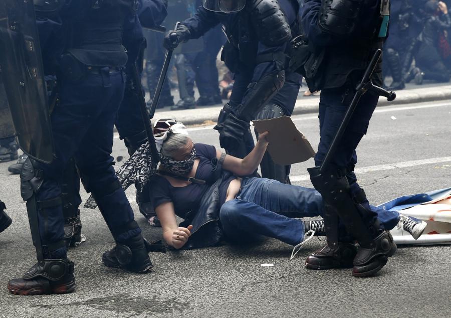 Demonstracja związkowców przeciwko rządowej reformie prawa pracy