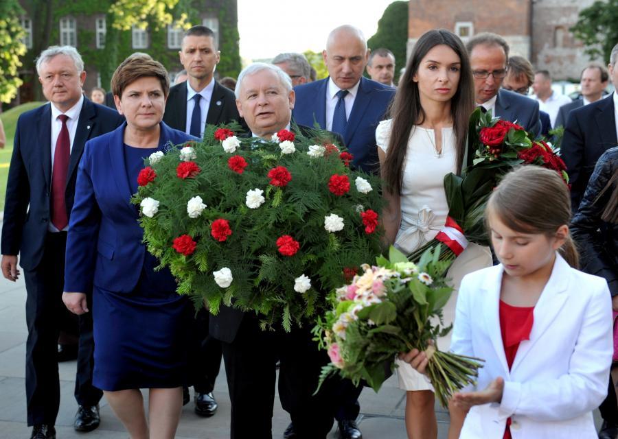 Jarosław Kaczyński, Marta Kaczyńska i Beata Szydło na Wawelu