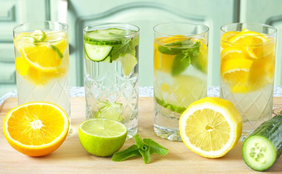 Woda z pomarańczą, limonką, cytryną, ogórkiem