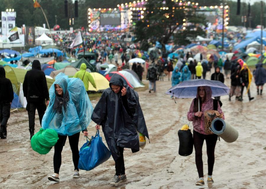 Deszcz nie przeszkadza ani w przemieszczaniu się... / fot. Lech Majewski