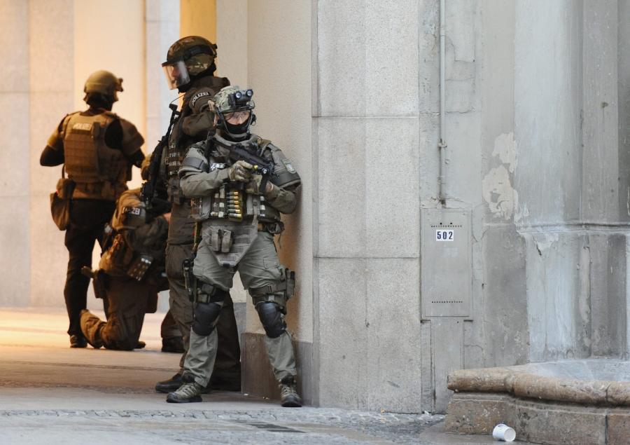 Siły specjalne w czasie akcji policyjnej w Monachium
