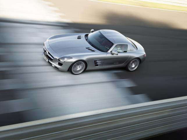 Mercedes zapowiada również stworzenie elektrycznej wersji SLS – źródłem napędu mają być cztery silniki montowane w kołach
