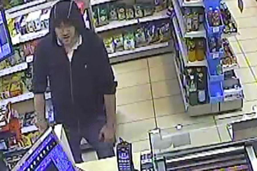 Napadł z maczetą na stację benzynową w Krakowie, teraz szuka go policja