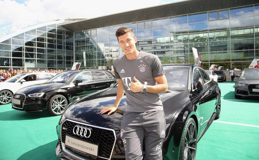 Robert Lewandowski na treningi będzie jeździć audi RS 7 sportback