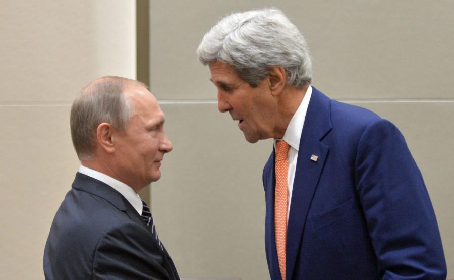Władimir Putin i John Kerry wymieniają uścisk dłoni w czasie spotkania grupy G20 w Japonii 5 września 2016 r.