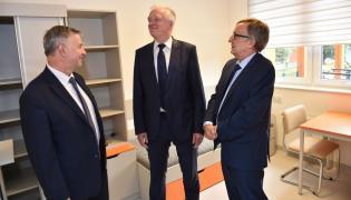 Jarosław Gowin oraz rektor UJ prof. Wojciech Nowak i prorektor UJ CM prof. Tomasz Grodzicki