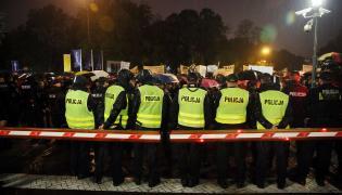 Policja przed Sejmem w czasie czarnego protestu