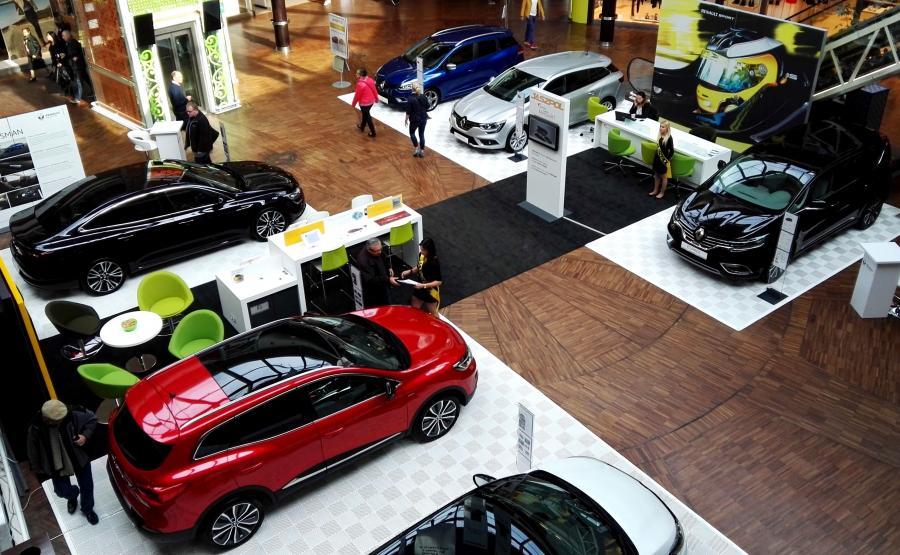Pierwszy w Polsce mobilny salon samochodowy