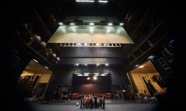 Z tyłu sceny, czyli czego widz nie widzi w teatrze. WYJĄTKOWE ZDJĘCIA zza kulis Teatru Wielkiego