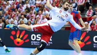 Mateusz Kus podczas meczu eliminacyjnego mistrzostw Europy piłkarzy ręcznych z Serbią