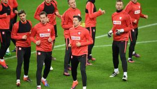 Krzysztof Mączyński, Bartosz Bereszyński, Grzegorz Krychowiak, Robert Lewandowski i Artur Boruc podczas treningu drużyny w Bukareszcie