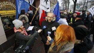 Suwałki: Pikieta KOD przed biurami parlamentarzystów PiS