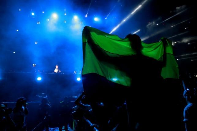 Armin Van Buuren 23 listopada 2016 zagrał swój pierwszy w życiu set w Birmie, w Rangun.