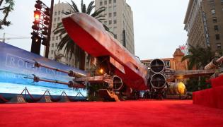 Oto myśliwiec X-Wing, który witał gości na premierze w Hollywood