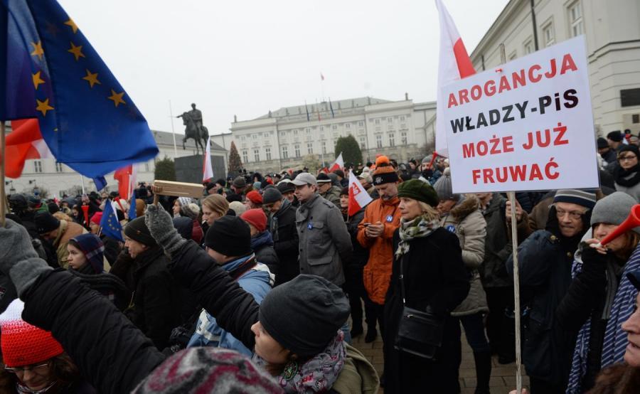 Demonstracja przed Pałacem Prezydenckim