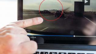 Moment wypadku BMW z Dudą na pokładzie