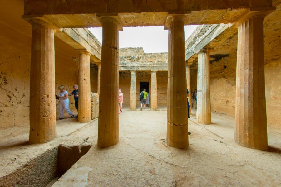 Pafos to miasto istniejące od stuleci. Najstarsze z grobowców królewskich mają 2400 lat. fot. Agis Agislaou
