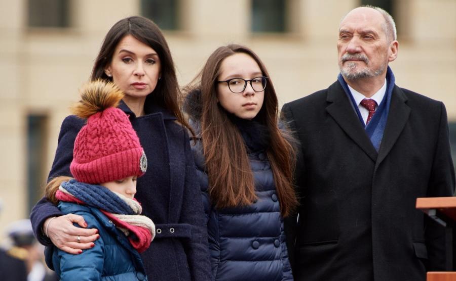 Marta Kaczyńska-Dubieniecka z córkami i Antoni Macierewicz